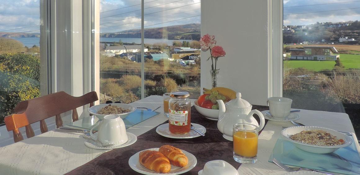 breakfast-at-fern-villa